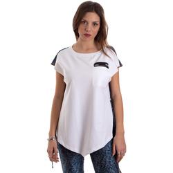 Textiel Dames T-shirts korte mouwen Versace D3HVB657S0683904 Wit