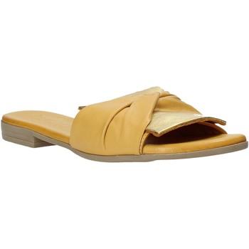 Schoenen Dames Leren slippers Bueno Shoes 9L2735 Geel