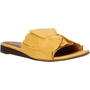 Schoenen Dames Leren slippers Bueno Shoes N1908 Geel