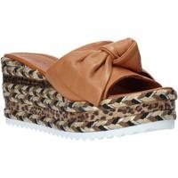 Schoenen Dames Leren slippers Bueno Shoes N3604 Bruin