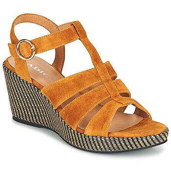 Schoenen Dames Sandalen / Open schoenen Adige FLORY V4 UNDER SAFRAN Geel