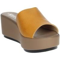 Schoenen Dames Leren slippers Novaflex ACQUAPPESA Mustard